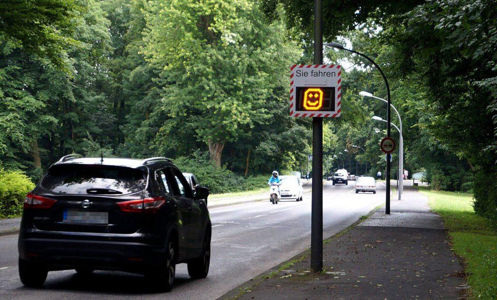 Geschwindigkeitsanzeige Geschwindigkeitsmessung Anzeigedisplay Alpha4