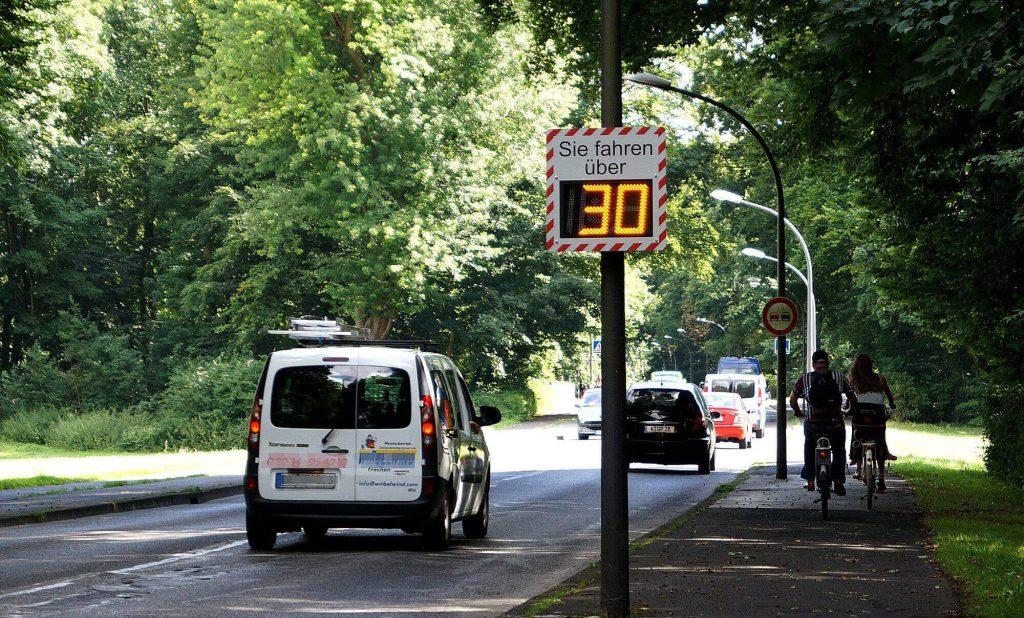 Geschwindigkeitsanzeige Geschwindigkeitsmessung Anzeigedisplay Alpha2
